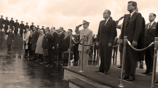 """ST-269-30-62 12 June 1962 Arrival ceremony for Roberto F. Chiari, President of Panama, 11:00 AM [Photograph by Harold Sellers] Please credit """"Cecil Stoughton (Harold Sellers). White House Photographs. John F. Kennedy Presidential Library and Museum, Boston"""""""